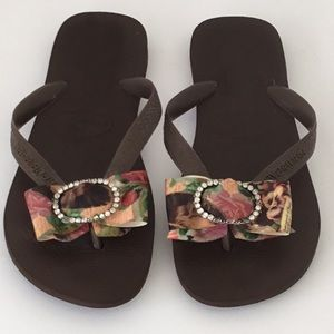 Havaianas Brown Flip Flop with Floral Bow